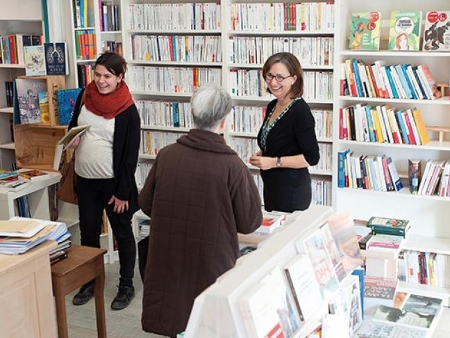Le Livre dans la théière : Là comme ailleurs, les gens lisent