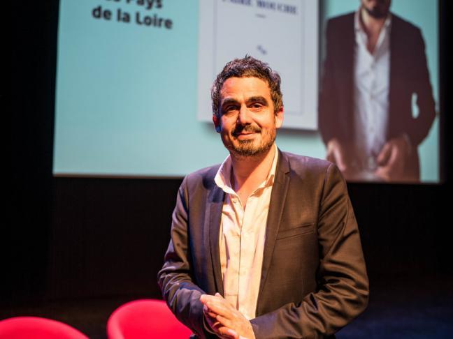 Les lycéens des Pays de la Loire décernent le prix littéraire à Vincent Almendros, pour son roman Faire mouche