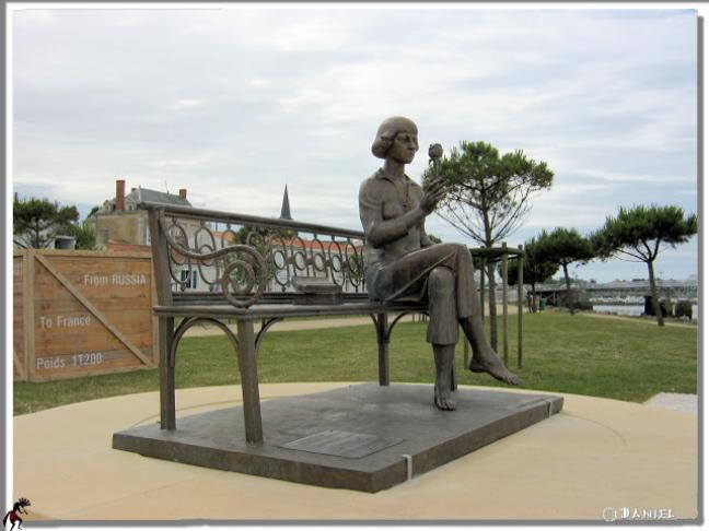Statue de Marina Tsvetaeva par le sculpteur russe Zourab Tsereteli