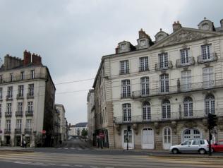 La ville aux maisons qui penchent, de Marie-Hélène Prouteau