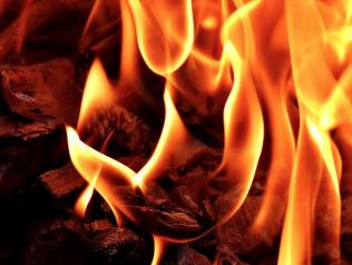 Le livre brûle - ne regardons pas ailleurs