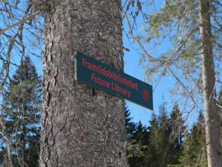 Le projet Future Library (en norvégien : Framtidsbiblioteket ) est une œuvre d'art public qui vise à rassembler une œuvre originale d'un écrivain populaire chaque année de 2014 à 2114.