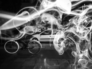 Fumer ou photographier, il faut choisir