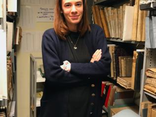 Manon Hue, catalogueuse de manuscrits anciens, offre une plongée dans l'Histoire