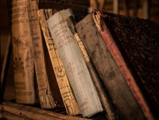 Fonds précieux de la Bibliothèque municipale Louis Aragon